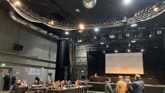Eigentlich finden in der Halle im FZW Konzerte statt. Am Montag sollte hier der Prozess um zehn mutmaßliche Rechtsextreme verhandelt werden.