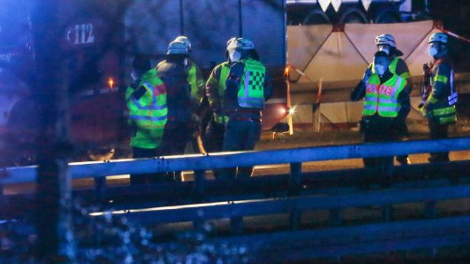 A44: Die Polizei ermittelt nach einem tödlichen Unglück auf der Autobahn. (Archivbild)