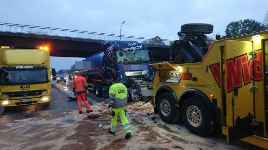 A1: Nach einem Unfall staut es sich kilometerlang auf der Autobahn bei Dortmund.
