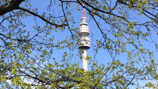 Der Florian — nicht nur im Westfalenpark ist der Dortmunder Fernsehturm aus jedem Winkel zu sehen.