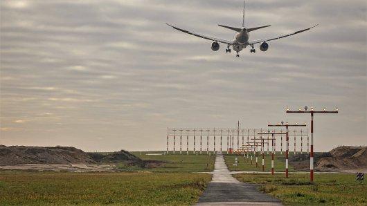 Flughafen Düsseldorf: Als ein Pilot im Landeanflug ist, kommt es zu einer heiklen Situation. (Archivfoto)