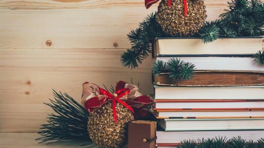 Bücher gehören zu den Weihnachtsgeschenken schlechthin. Aber wem schenkt man am besten welches Buch?