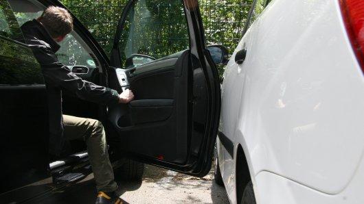 So schnell kann's gehen: Autotür zu schwungvoll geöffnet und schon gibt's ne dicke Macke im Auto des Nebenmannes