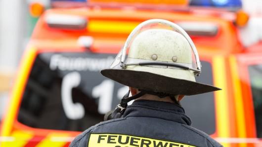 Die Feuerwehr musste am Samstag in Duisburg gleich zwei Brände löschen.