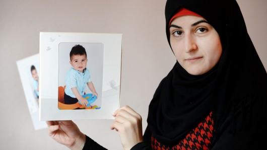 Bedriye Bana vermisst ihren Sohn Mohammed Issa , der nach einem gemeinsamen Besuch bei Verwandten im Libanon nicht mehr nach Deutschland einreisen darf.