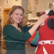 Hier macht die Chefin alles selbst. Andrea Schulte kleidet auch die Puppen im Laden mit ihren Kleidern ein.