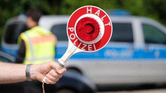Bei einer Kontrolle entdeckte die Polizei erhebliche Verstöße an vier Reisebussen. (Symbolbild)