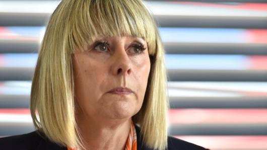 Die Ex-Chefin der Duisburger Behindertenwerkstatt Roselyn Rogg rechtfertigte bei einer Pressekonferenz ihr horrendes Gehalt.