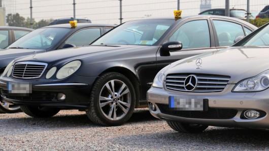 Die Polizei stellte Anfang September mehrere Autos sicher.