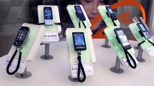 Die Verbraucherzentrale Duisburg warnt Kunden in der Stadt vor Betrug beim Abschließen ihres Handyvertrages.