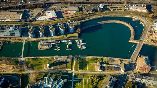 """Beste Lage am Innenhafen in Duisburg: """"The Curve"""" ist bisher unbebaut. (Archivfoto)"""