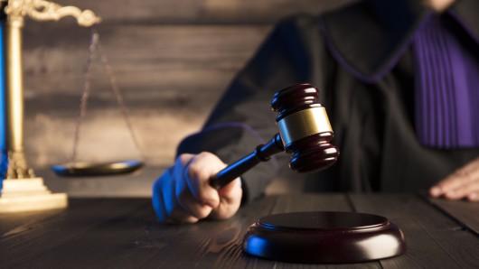 Das Landgericht Duisburg hat einen Mann zu einer langen Haftstrafe verurteilt. (Symbolfoto)