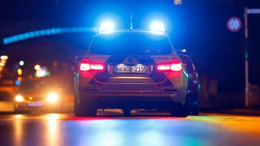 Die Polizei Duisburg ist nachts zu einer illegalen Party ausgerückt. (Symbolfoto)