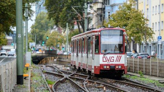 Duisburg: Ein Jugendlicher ist aus einer fahrenden Straßenbahn gesprungen. (Symbolbild)