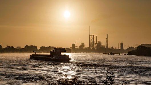 Großalarm am Rhein in Duisburg am Montagmorgen! (Symbolfoto)