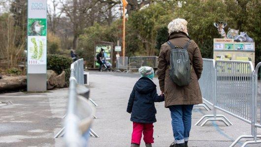 Wegen steigender Inzidenzwerte hat der Zoo in Duisburg traurige Nachrichten an die Besucher. (Archivbild)