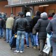 Auch bei der Bochumer- Tafel bleiben die Schlangen lang. In Bochum und Essen sind viele Menschen auf den Besuch bei der Tafel angewiesen. Doch wie will die Lokalpolitik vor der Wahl dem Problem entgegen wirken?
