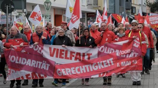 In Essen sind am 1. Mai etwa 1.000 Menschen auf die Straße gegangen, um für bessere Arbeitsbedingungen zu demonstrieren.