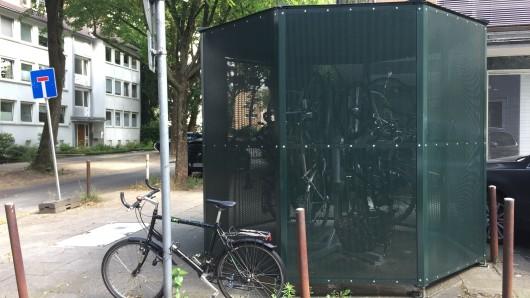 Die Fahrradkäfige sollen vor Diebstahl und Regen schützen.