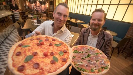 L'Osteria eröffnet in Essen ein zweites Restaurant. Im Bild: NRW-Regionalleiter Matthias Hölscher (l.) und L'Osteria-CEO Mirko Silz.