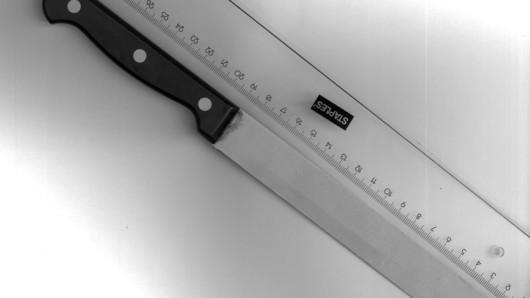 Mit diesem Messer hat ein 24-Jähriger einen 25-Jährigen in der S6 angegriffen.