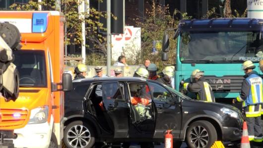 Am Dienstagmittag hat es einen schweren Verkehrsunfall am Limbecker Platz gegeben.