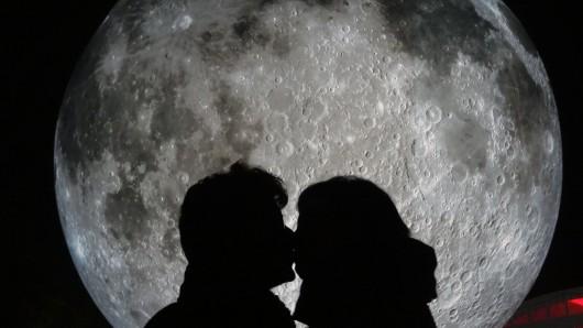Einmal zum Mond und Zurück - das kannst du beim Gewinnspiel von DER WESTEN gewinnen.