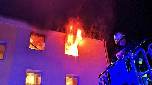 Am Donnerstagabend ist ein Mann bei einem Brand in Essen lebensgefährlich verletzt worden.