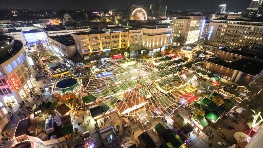 Der Weihnachtsmarkt auf dem Kennedyplatz in Essen.
