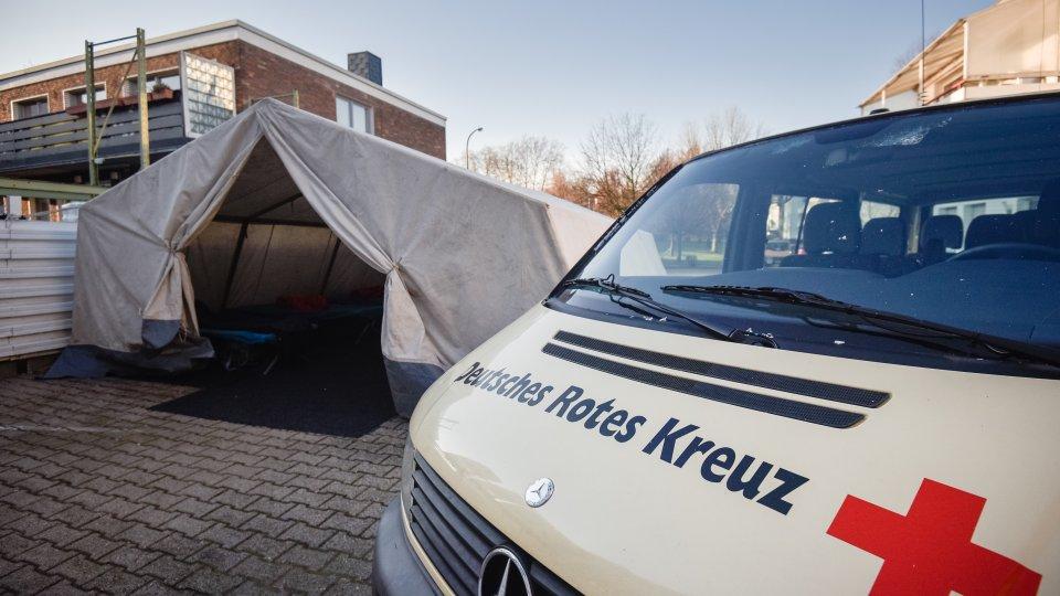 Das DRK-Zelt ist in Essen für die Obdachlosen aufgebaut worden.