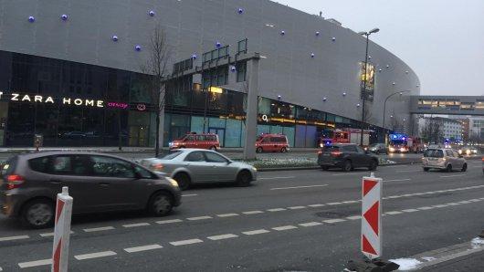 Großaufgebot am Limbecker Platz am Morgen.