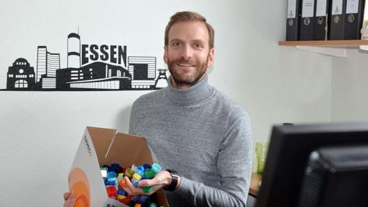 René-Alexander Möller arbeitet in der Uniklinik Essen und sammelt Plastikdeckel – weil sie die Kinderlähmung bekämpfen.
