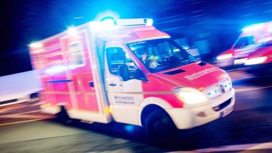 Ein Mensch starb am Mittwoch nach einem Unfall auf der A52.