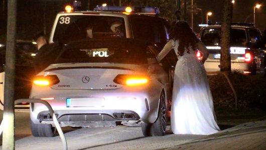 Die Polizei stoppte Autos nach einer libanesischen Hochzz