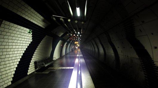 Gespenstisches Bild: Der U-Bahnhof Karlsplatz ist nach einem Brand-Alarm evakuiert.
