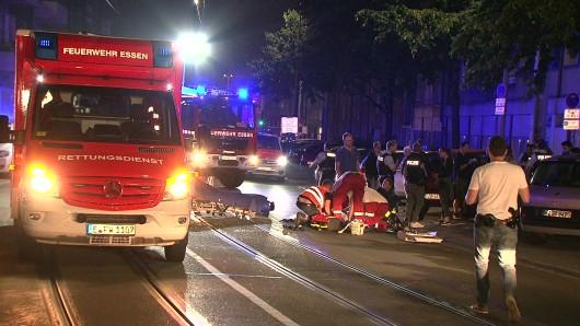 In Essen hat in der Nacht zu Montag ein Fahrer eine Frau umgefahren.