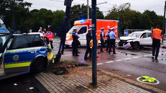 In Essen gab es am Samstagabend an der Kreuzung Katzenbruchstraße/Karolingerstraße einen schweren Verkehrsunfall.