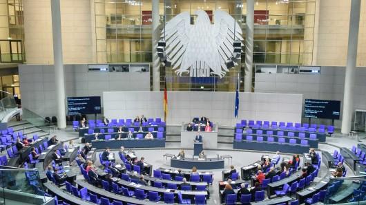In Berlin gab es im Bundestag am Donnerstag gleich mehrere Einsätze für Ärzte. Zuerst brach CDU-Abgeordneter Matthias Hauer zusammen, am Abend erlitt eine Abgeordnete der Linken einen Schwächeanfall. (Symbolbild)