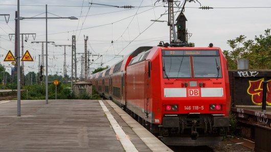 Zwei Unfälle an Bahnhöfen in Essen und Dortmund sorgten bei der Polizei für einen Großeinsatz. In beiden Fällen sahen Zeugen mit an, wie eine Person vom Zug erfasst wurde - sich danach jedoch wieder von der Bahn entfernte. (Symbolbild)