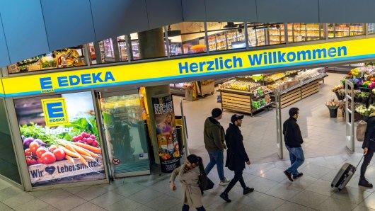 In einem Edeka-Markt in Essen traf ein Mann auf eine Blondine. Jetzt sucht er nach seiner Bekanntschaft. (Symbolbild)