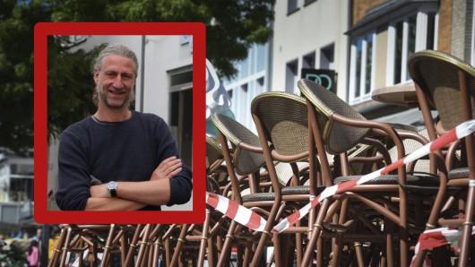 """Thomas """"Ted"""" Terdisch sieht rot. Er betreibt die Kneipe """"Plan B"""" in Essen-Rüttenscheid und das CheckIn am Flughafen Essen-Mülheim. Er fühlt sich von der Politik missbraucht."""
