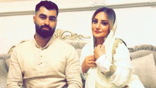 Omar Gamal mit seiner Ela bei der Verlobung im Januar 2020. Noch immer wartet das Paar auf einen Hochzeitstermin.