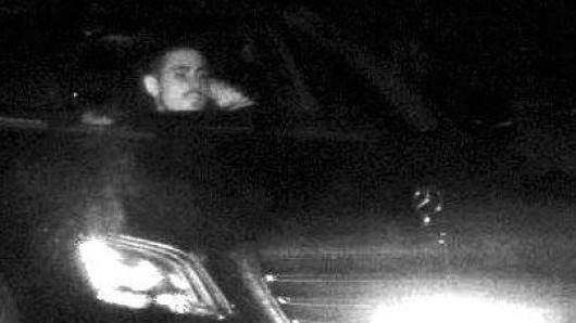 Mit diesem Blitzerfoto fahndet die Essener Polizei nach dem Mercedes-Dieb.