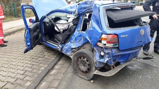 Bei einer Verfolgungsjagd verlor der Fahrer die Kontrolle über sein Auto.
