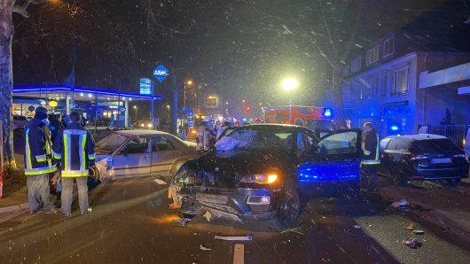 Essen: Am Samstagabend kam es zu einem schweren Verkehrsunfall in Kray. Mindestens eine Person wurde schwer verletzt.