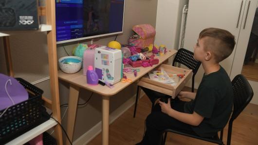 Nicht wenige Kinder (und Eltern) tun sich mit Home Schooling schwer. (Symbolfoto)