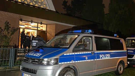 Essen: Eine Hundertschaft der Polizei ist ausgerückt, hat den Gottesdienst aufgelöst und etliche Anzeigen geschrieben.