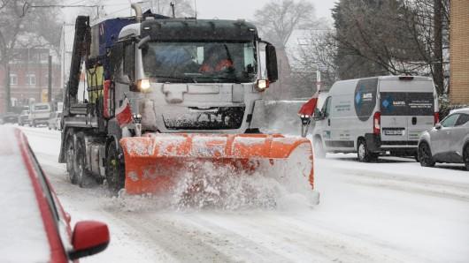 Schnee im Ruhrgebiet stellt den Winterdienst vor große Herausforderungen. (Symbolbild)