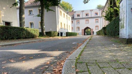 Auf Thusneldastraße in Essen-Karnap wurde jahrelang geparkt. Jetzt steht die Straße leer.