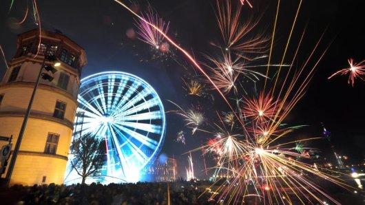 Feuerwerk in Düsseldorf. Die nordrhein-westfälische Landeshauptstadt will in dieem Jahr an Silvester offenbar Böller und Raketen in Teilen der Altstadt verbieten.